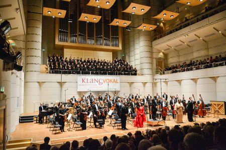 Das Konzerthaus Dortmund öffnete Am 13. September 2002 Erstmalig Seine  Pforten. Das Durch Eine Moderne Glas Stahl Architektur Geprägte Haus  Befindet Sich Im ...